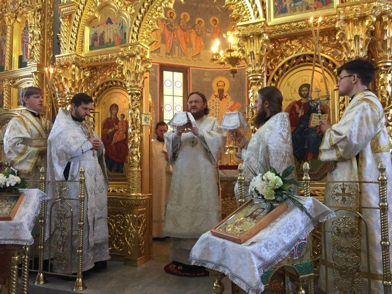 Архиепископ Боярский Феодосий совершил Божественную литургию в день памяти прп.Феодосия Великого — Введенский Обыденный храм в г.Киеве