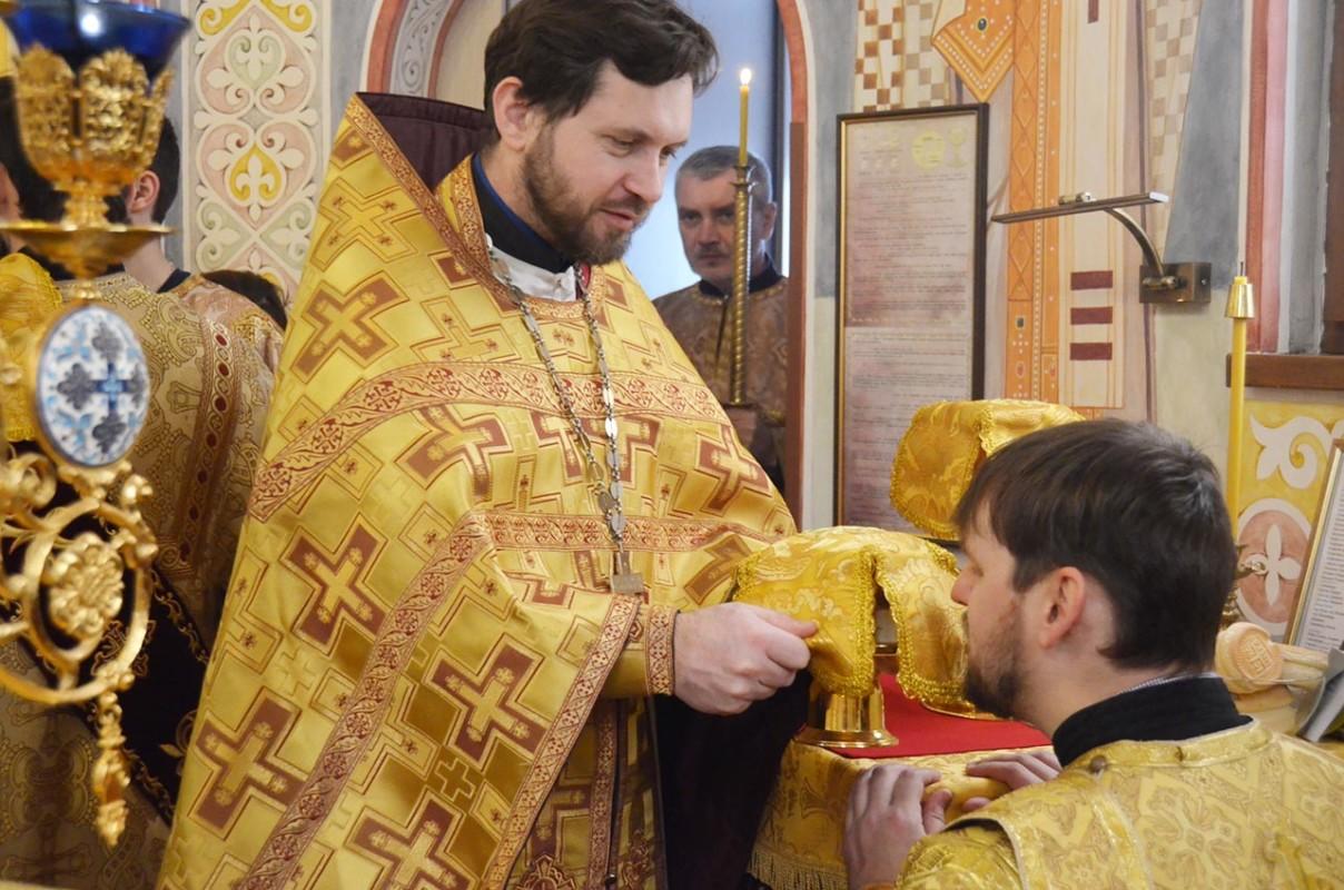 Боже! будь милостив ко мне грешнику!» (Лк. 18:13). Неделя о мытаре и фарисее — Введенский Обыденный храм в г.Киеве