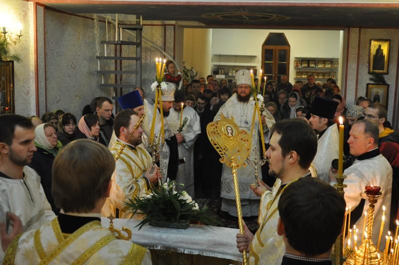 Всенощное бдение накануне праздника Рождества Христова совершил архиепископ Боярский Феодосий — Введенский Обыденный храм в г.Киеве